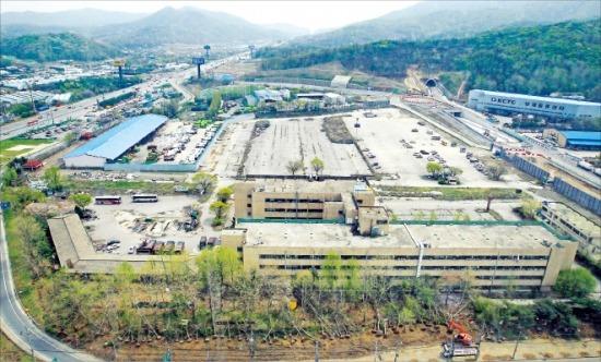 서울 양재동 옛 화물터미널 개발사업이 최근 대주단의 부지 공매 결정에 따라 무산될 위기에 처했다.  한경DB