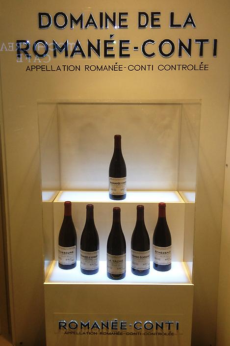 사진=소공동 롯데백화점에 전시된 로마네 DRC 와인들. 사진=김민성 기자