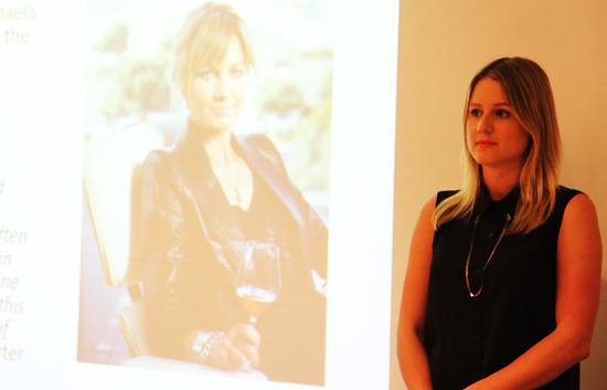 사진= 뉴질랜드 소호 와이너리의 마케팅 담당 디렉터 앰버 햄튼(28). 패셔너블한 와이너제품만큼 앰버의 패션감각도 뛰어나다.