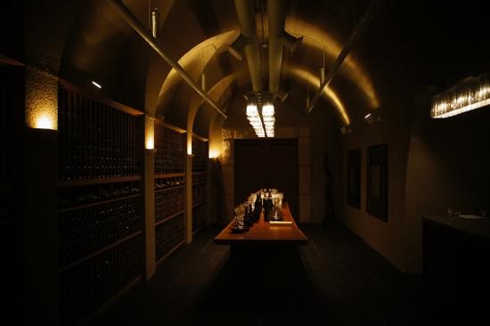 [김민성 기자의 '우리의 와인'] 10만병 와인 숨쉬는 동굴, 궁극의 저장고 '라그로타'