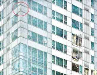 무관심에 방치된 고층건물 항공표시등