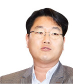 """피랍 구출 한석우 무역관장 입국 """"꿈만 같다"""""""