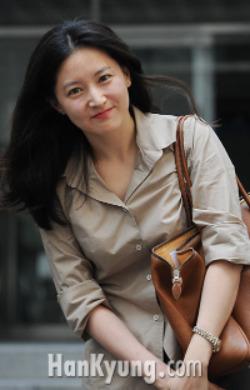 이영애 남편, '수억원 배임 혐의'로 검찰 고발 당해