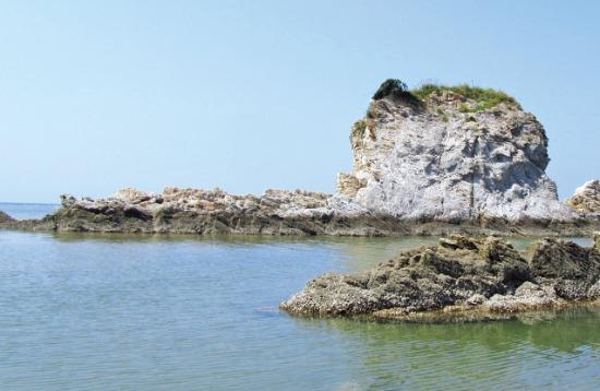 대청도 농여해변과 미아동해변의 경계에 있는 기암괴석.