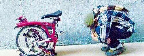 접이식자전거 '선두' 브롬톤, 10초 만에 접고 펴는 자전거…'자출족' 로망이 되다