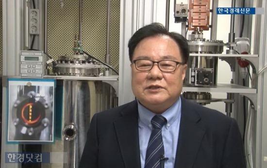 조명전문 벤처기업 '에스피라이팅스'는 5년여의 연구개발을 거쳐 세계 최초로 4세대 마그네트론 개발에 성공해 설퍼램프 상용화에 성공했다. 사진은 에스피라이팅스의 박수용 대표. / 이선우 기자 seonwoo_lee@hankyung.com