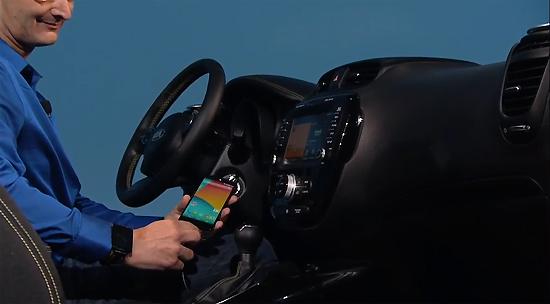 25일(현재시간) 구글 'I/O' 키노트에서 '안드로이드 오토'가 소개되고 있다.