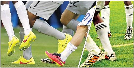 나이키와 아디다스는 브라질 월드컵에서 발을 감싸는 갑피 부분이 니트 소재인 '니트 축구화'를 내놓고 경쟁을 펼치고 있다. 연합뉴스