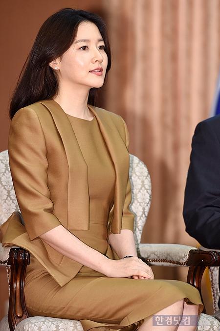 '쌍둥이 엄마' 이영애, 3억 소송 이후…드라마 '신사임당'으로 복귀하나