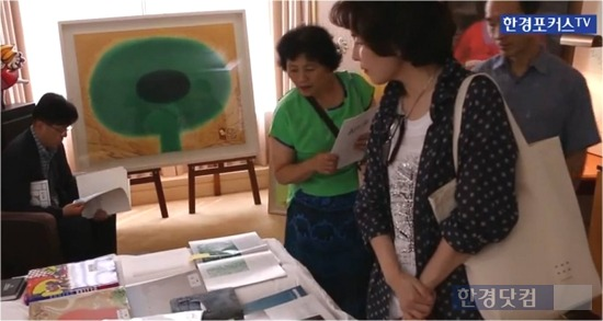 '아시아 호텔 아트페어(AHAF) 서울 2014'가 지난 달 22일부터 24일까지 서울 소공동 롯데호텔에서 열렸다. 이번 행사에는 9개 국가 58개 갤러리에서 총 4000여 점의 작품을 선보인 가운데 9천700명의 관람객이 참여했다. / 이선우 기자 seonwoo_lee@hankyung.com