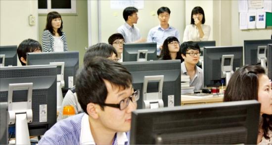 대덕인재개발원 교육생들이 6개월간의 SW 훈련과정을 끝내고 기업인들로부터 입사 면접 훈련을 받고 있다. 대덕인재개발원 제공