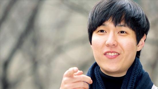 장편소설 부문 당선자 홍준성 씨는 자타공인 책벌레다. 군 시절부터 3년 동안 400권 넘는 책을 읽은 그는 2년 연속(2012, 2013) 네이버 독서 분야 파워블로거로 선정된 이력도 갖고 있다. 강은구 기자 egkang@hankyung.com