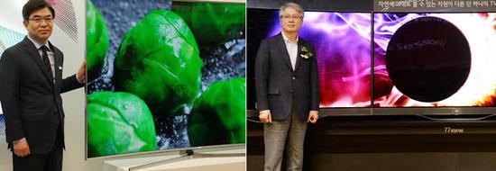 (왼쪽) SUHD TV 옆에 선 김현석 삼성전자 영상디스플레이사업부본부장(사장), (오른쪽) 권봉석 LG전자 HE사업본부장(부사장)이 울트라 올레드TV를 소개하고 있다.