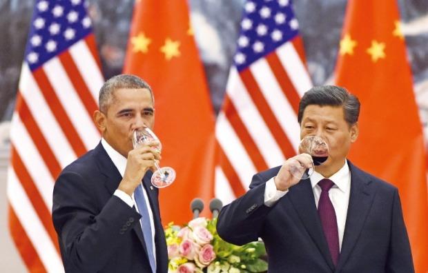 지난해 11월 베이징 APEC 정상회의에서 만난 버락 오바마 미국 대통령(왼쪽)과 시진핑 중국 국가주석.