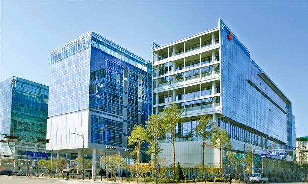 SK케미칼의 경기 성남시 판교 본사 사옥 '에코랩'은 국내 최고 수준의 에너지 절감기술이 적용됐다.