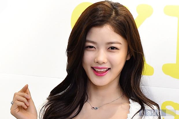 소녀와 숙녀 사이 김유정, 한층 성숙해진 미모