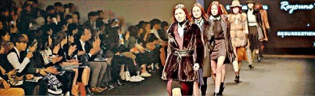 서울패션위크 패션쇼에 참여한 현대홈쇼핑.