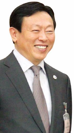 신동빈, 100억 출연…청년창업 팔 걷었다