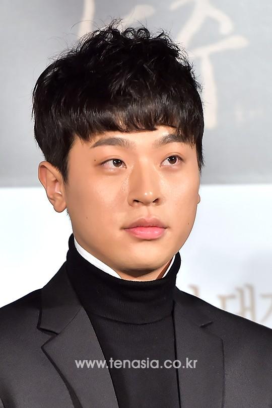 Tenphoto ë°°ìš° 박정민 이준익 감독이 극찬한 명í'ˆ 연기력의 소유자동주 한경닷컴