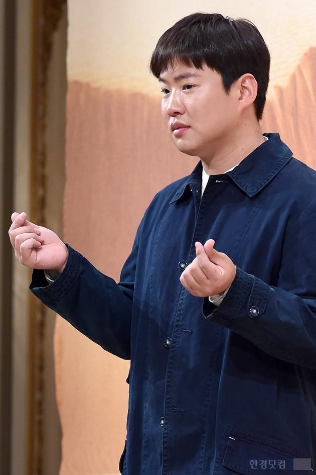 [HEI포토] 안재홍, '하트도 카리스마 넘치게~'