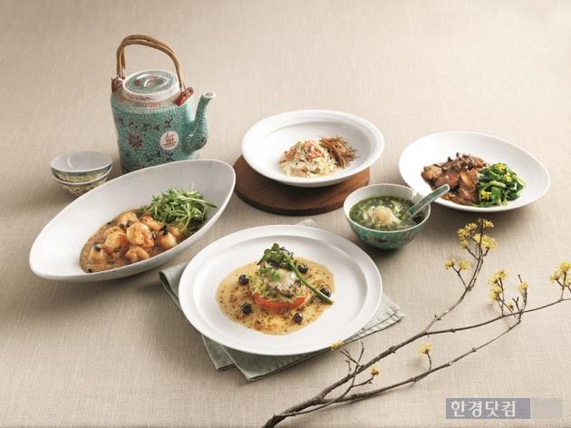 CJ푸드빌 몽중헌이 봄나물을 곁들인 이색 중국요리를 선보인다. (자료 = CJ푸드빌)