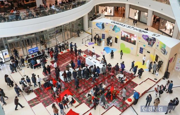 삼성전자가 서울 영등포 타임스퀘어 아트리움에 마련한 '터치 ♥7' 행사장. / 사진=삼성전자 제공