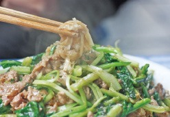 [여행의 향기] 베트남 국수 여행, 하노이 '분짜' 향 따라가면 어느새 노천 의자에 앉아…오늘은 속이 확 풀리는 매콤한 '분보후에' 한 그릇 어때?