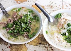 소고기 쌀국수인 퍼보(오른쪽)와 닭고기 쌀국수인 퍼가