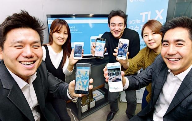 김혁(맨 왼쪽)·강영준(맨 오른쪽) 인밸류넷 공동대표가 피트니스 회원권을 이용 횟수 단위로 결제할 수 있는 'TLX PASS' 서비스를 소개하고 있다. 김병언 기자 misaeon@hankyung.com