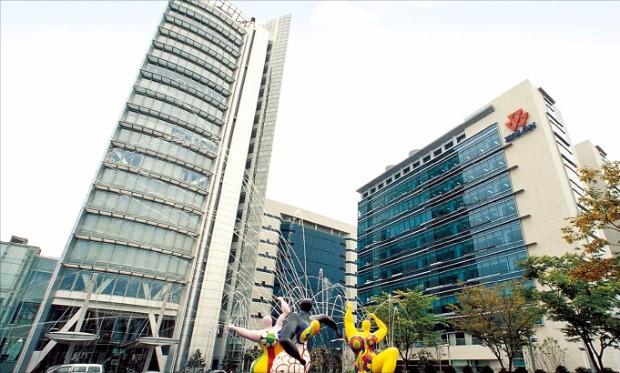 코오롱은 창의, 도전, 긍정, 미래 지향 등 네 가지 키워드를 바탕으로 인재를 양성하고 있다. 사진은 경기 과천 코오롱 본사.
