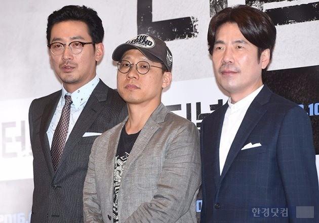 '터널'  하정우(왼쪽부터), 김성훈 감독, 오달수 /사진=최혁 기자