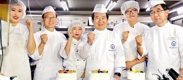 제빵 실습생 만난 국회의장
