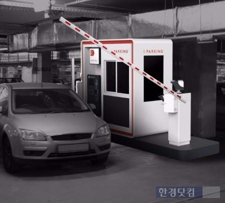 아이파킹 제휴 주차장에 설치된 무인 정산기와 인식기. / 사진=파킹클라우드 제공