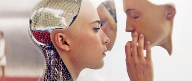 인공지능을 다룬 영화 '엑스 마키나' 중 한 장면.