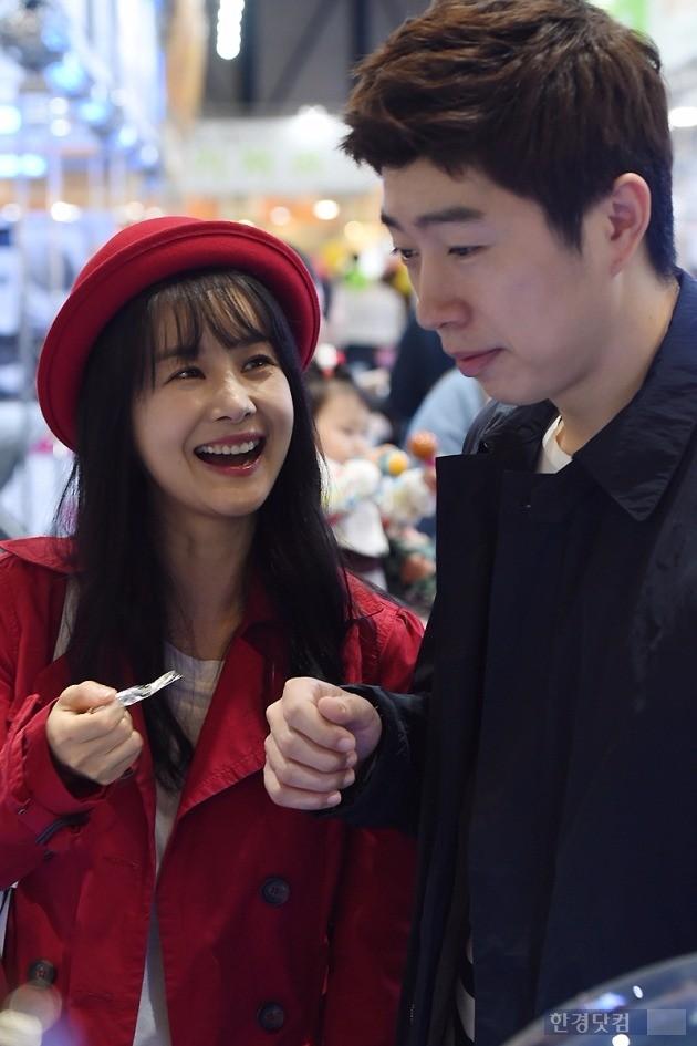 [HEI포토] 김가연, '임요환 바라보며 아이처럼 해맑은 미소~'