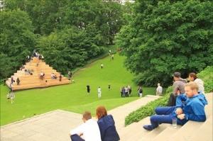 루이지애나 미술관 정원은 누구에게나 열린 공간이다.