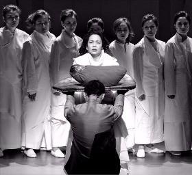 서울 장충동 국립극장 달오름극장에서 오는 20일까지 공연하는 창극 '트로이의 여인들'.