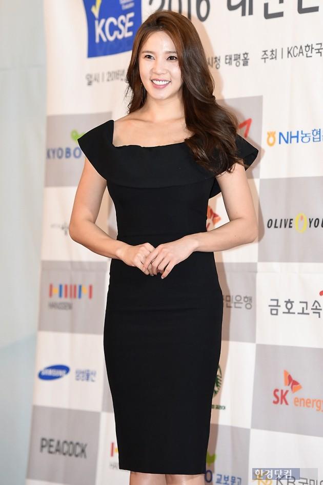 [HEI포토] 레이양, '눈길 사로잡는 눈부신 미소~'