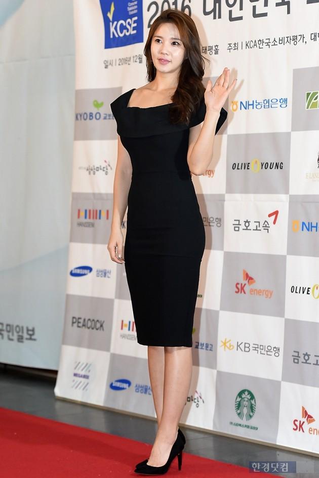 [HEI포토] 레이양, '밀착 원피스에 드러난 늘씬한 몸매'