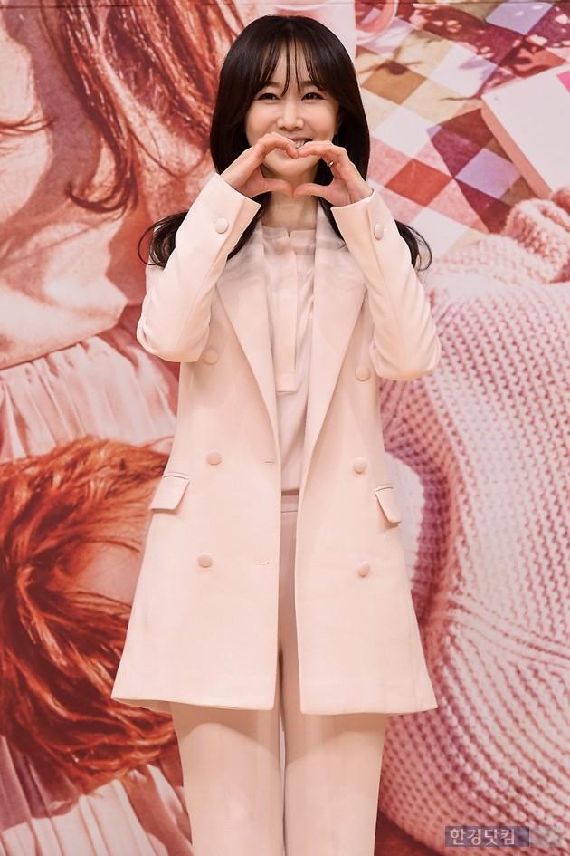 [HEI포토] 김민서, '사랑스럽게 하트~'