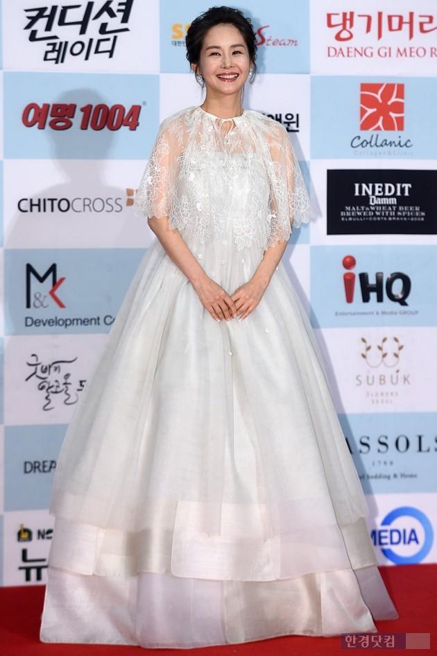 [HEI포토] 김가연, '삭신이 쑤셔서 망토 입고왔어요~'(제53회대종상영화제)