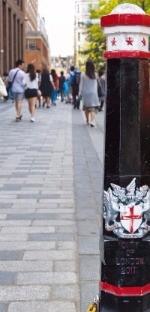 시티 오브 런던임을 표시하는 기둥 모양의 상징물