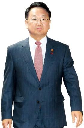 """유일호 부총리 """"내년 1분기 경기 보고 추경 판단"""""""