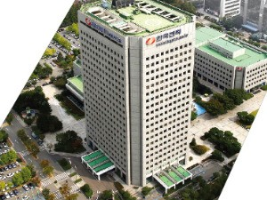 10년 새 가장 비싸게 팔린 건물, 옛 한전 본사 10조5천억…서울스퀘어  9600억