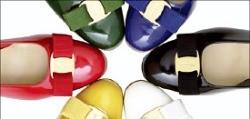 불황에 가방 판매 시들…명품업체, 신발로 돌파구