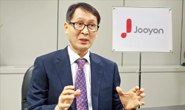 김희라 주연테크 대표가 서울 마포구 상암동 사옥에서 신제품의 특징을 설명하고 있다. 김정은 기자