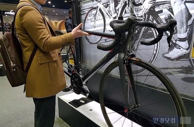 위아위스의 초경량 자전거 '컬식스'.