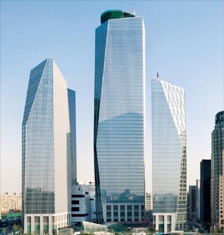 지난해 11월 역대 두 번째 매각 금액인 2조5000억원에 브룩필드자산운용이 매입한 여의도 서울국제금융센터.