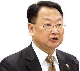 """정부도 '4월 위기설' 불끄기…유일호 """"가능성 희박하다"""""""