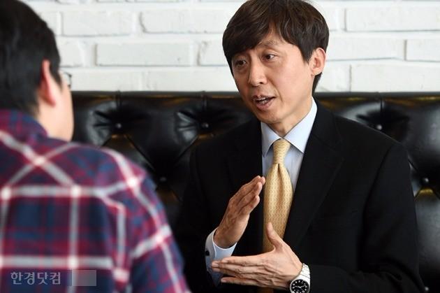 김희삼 교수는 주입식교육에서 탈피해 학생들이 '생각하게 만드는 수업'을 해야 한다고 짚었다. / 사진=최혁 기자